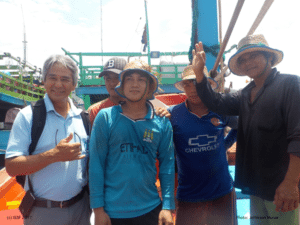 Scientist (left) with fishers from small-scale tuna vessels in Quy Nhon (Vietnam), 2016